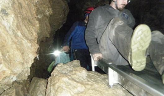 guide-descends-cave-slide-600x350